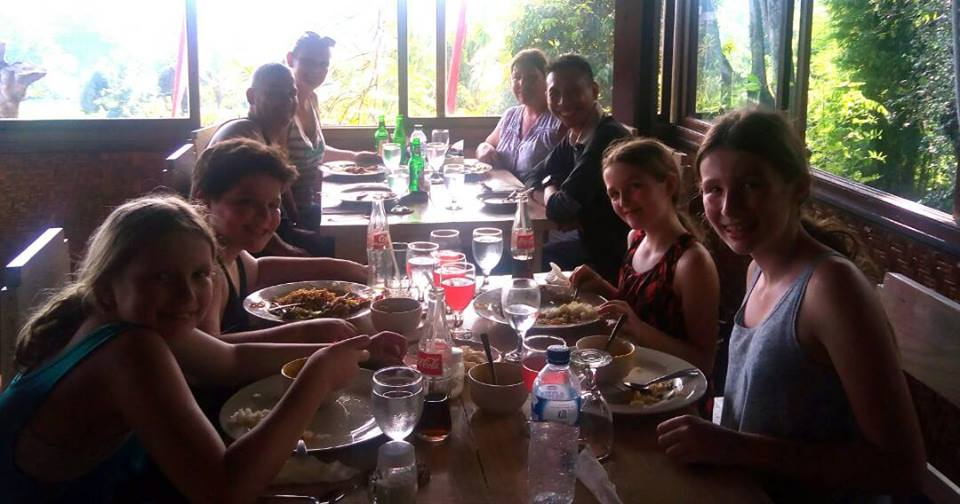 buffet lunch rafting ayung