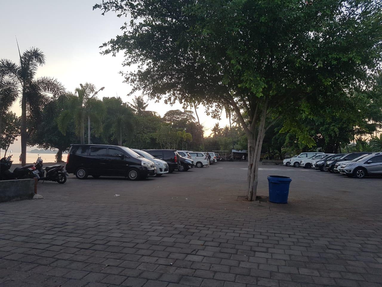 parkir pantai celuk agung lovina